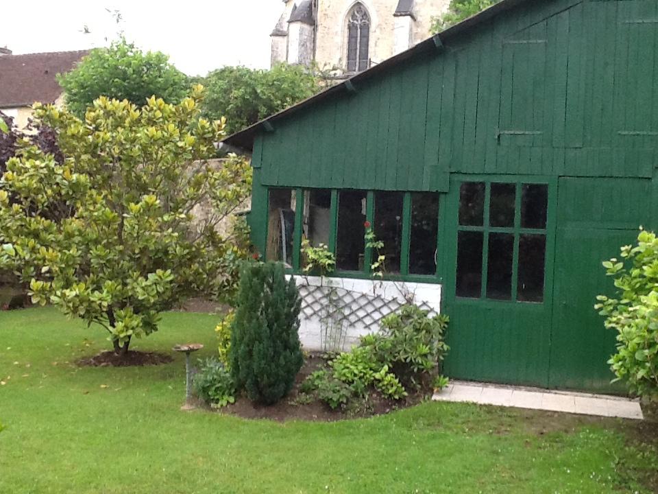 Cabanon dans le grand jardin